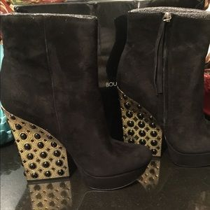 Gorgeous!!!! Boutique 9 Suede Booties